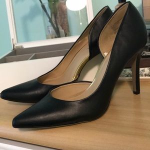 MERONA Black Matte Heels with Gold Accents